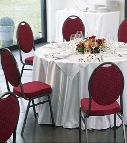 chaise de banquet empilable